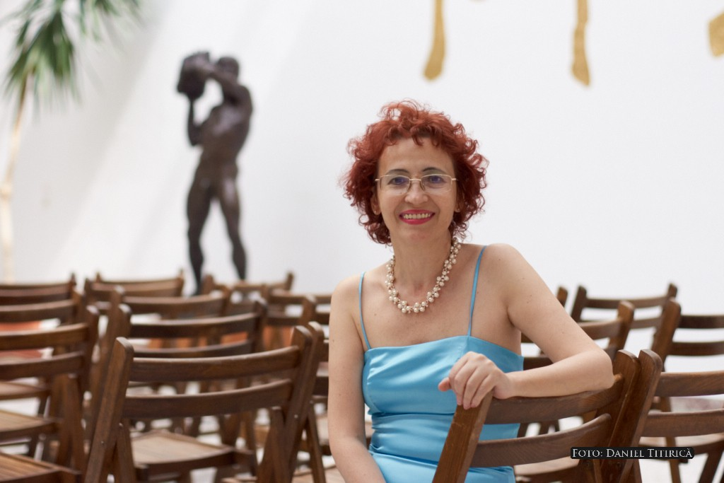 Mihaela BURLACU - scriitoare, membră a Uniunii Scriitorilor din România.