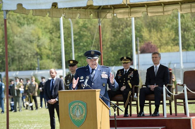 Ceremonia de schimbare a comenzii SACEUR. foto: www.nato.int